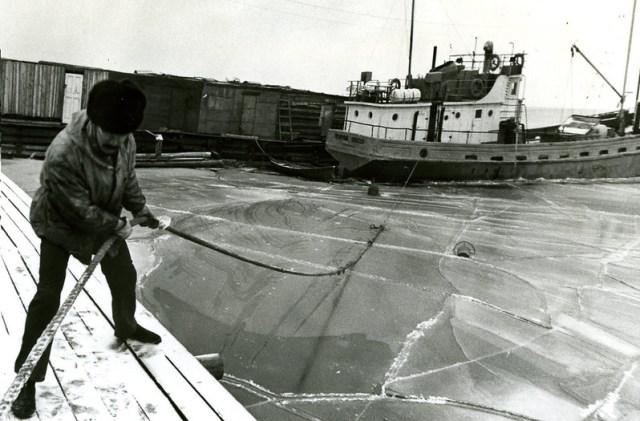 1985 возможно только встал корабль на причал