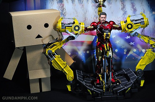 Hot Toys Iron Man 2 - Suit-Up Gantry with Mk IV Review MMS160 Unboxing - day3 (53)
