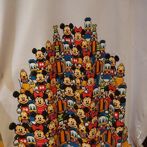 Tシャツの柄が8ビット。