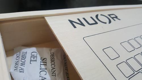 กล่องเป็นไม้อัดบางๆ