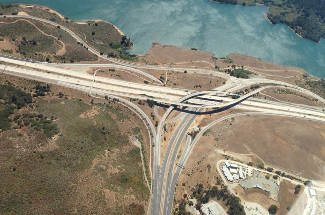 Foto aéra de cruce de carreteras gratis