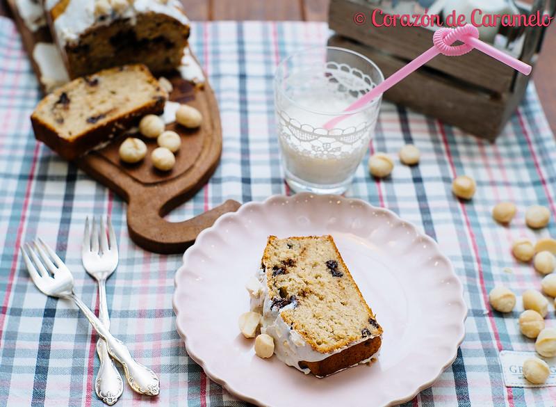 Bizcocho de plátano y chocolate con nueces de macadamia