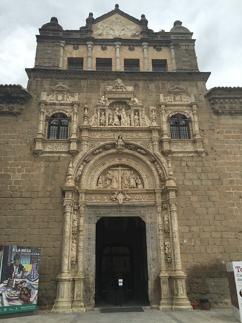 The imposing entrance to one of Toledo's main churches (sorry, i forgot the name!