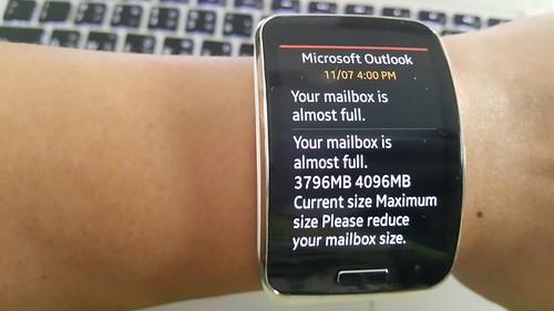 อ่านอีเมล์ได้จากบน Galaxy Gear S เลย