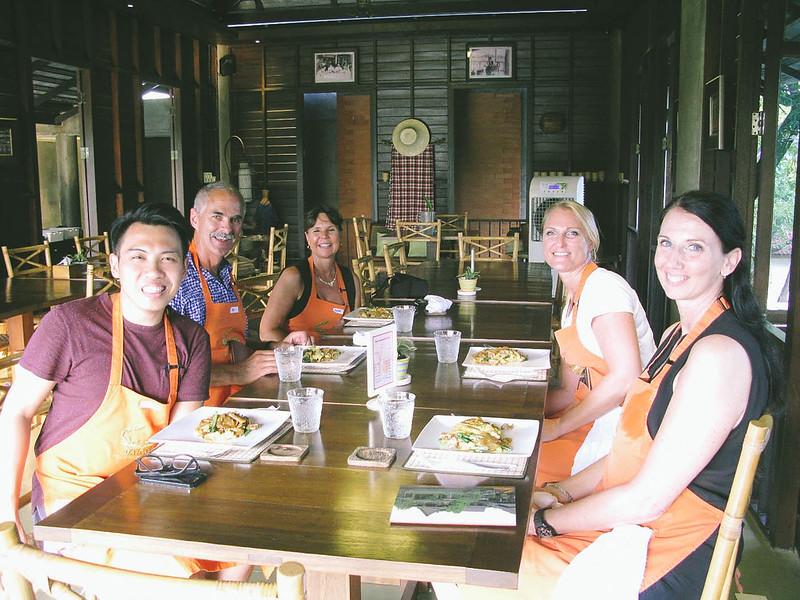 Group Dinner_1400x1050