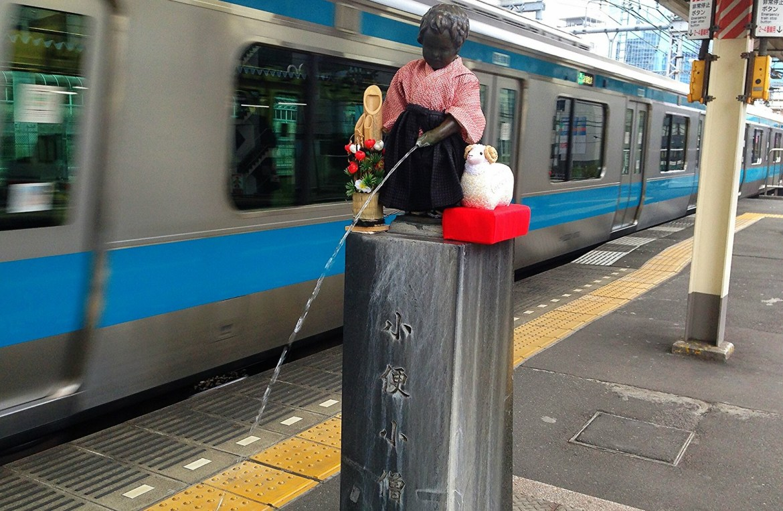 Peeing Boy statue at Hamamatsucho Station
