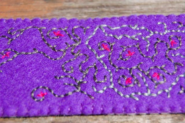 embroidered felt cuff 'purple' [#9] close-up