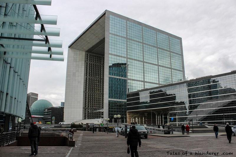 PUTEAUX - Place Carpeaux - Grande Arche de la Défense