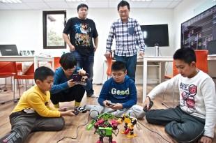 成就孩子的科技夢,自己動手設計機器人打擂台