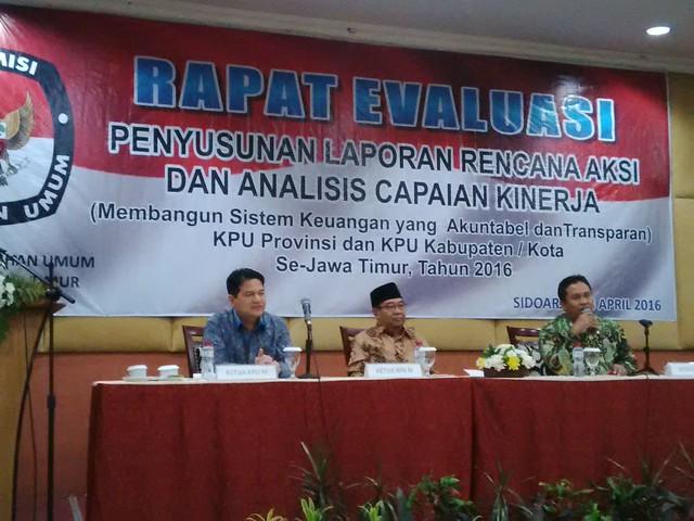 Rapat Evaluasi Penyusunan Laporan Rencana Aksi dan Analisis Capaian Kinerja KPU Provinsi Jawa Timur dan KPU Kab./kota se Jawa Timur (28/4)