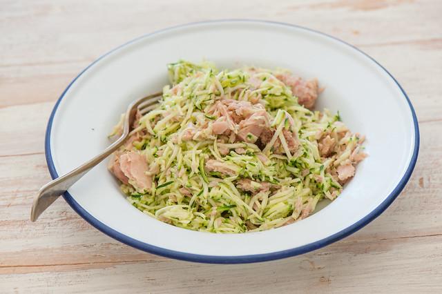 super moist zucchini & tuna salad-2