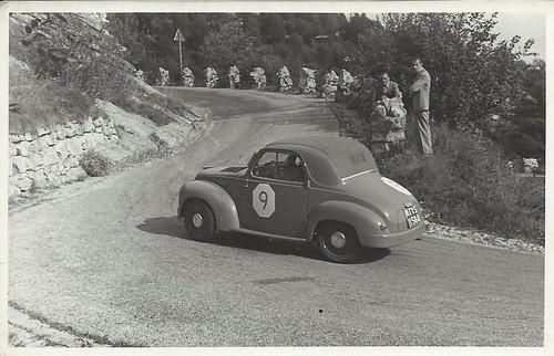 1953-Il-padre-di-Paolo-Rampini-con-una-FIAT-500-C-in-una-gara-in-salita.