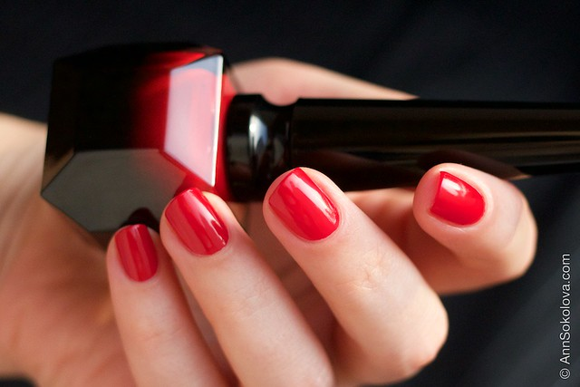 04 Christian Louboutin   Rouge Louboutin Vernis swatches