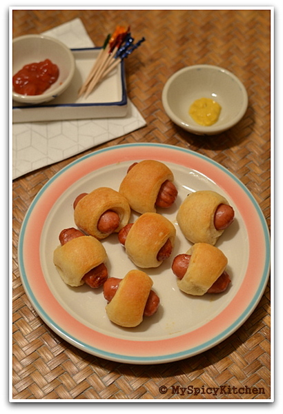 Pigs in a Blanket, Mini Hot Dog Rolls