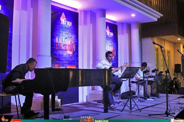 BragaJazzWalk-Ramadhan-YDNafis-Trio (2)