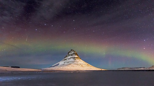 Kirkjufell rainbow aurora
