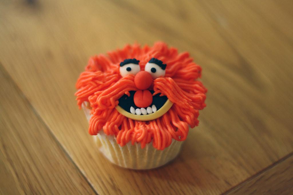 Imagen de un pastel cupcake sonriente
