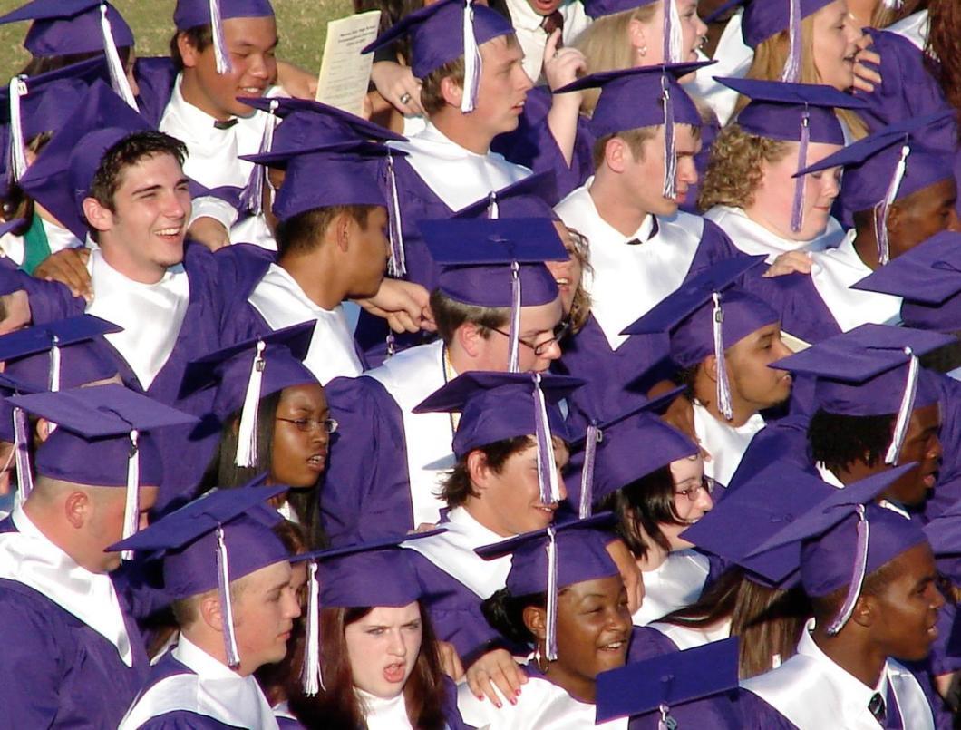 Foto gratis de una graduación universitaria