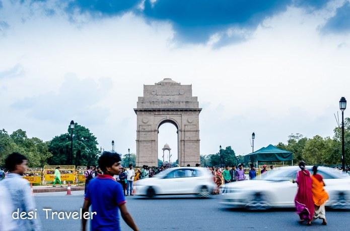 Traffic Delhi India Gate