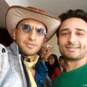 Ranveer Singh & Jaey Gajera Takes a Selfie together at the Audio Launch of Yash Raj Film's Next Production KILL / DIL. https://twitter.com/jaeygajeraindia #RanveerSingh #Govinda #AliZafar #ParineetiChopra #ShankarEhsaanLoy #AveekMukhopadh.