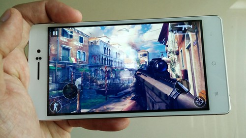 เล่นเกม Moderm Combat 5: Blackout บน Oppo R5