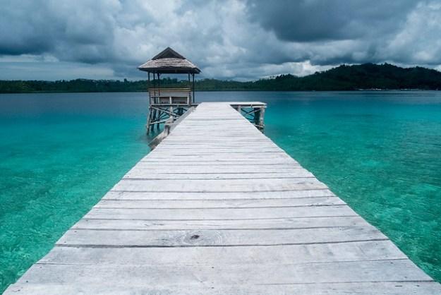 The jetty and thunder. Bolilanga
