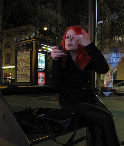 9c24 Callejeo nocturnos chica pelo rojo señora y señorita gafas013 variante 1 Uti 425