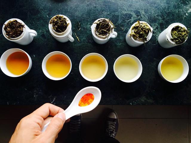 И многочисленные дегустации день за днем. Поиск хорошего чая – дело нелегкое.