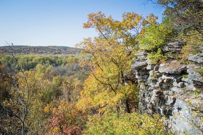 Rocks & Ledges on Hiking Trail in Castlewood State Park