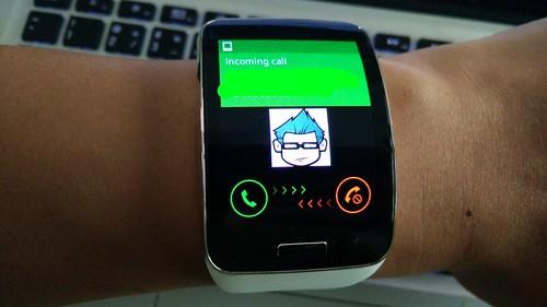 รับโทรศัพท์ที่เข้ามาได้จาก Galaxy Gear S เลย