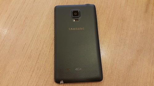 Samsung Galaxy Note Edge ด้านหลัง