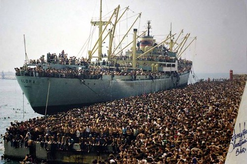 The Vlora, the first Albanian ship to reach Italy after the fall of communism in Albania. It brought more than 20.000 persons to Bari, Italy, 1991 [4130x2743] #HistoryPorn #history #retro http://ift.tt/1TFvCV4