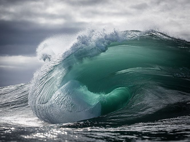 ocean-waves-water-light-warren-keelan-coverimage