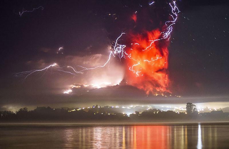 volcano-eruption-calbuco-chile-5__880