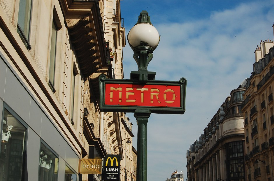 Metro sign Paris
