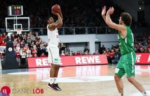 Brose Baskets-Ryan Thompson shot