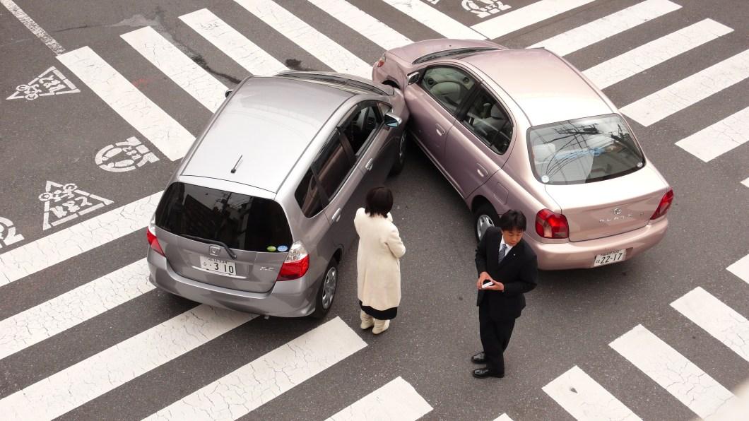 Imagen gratis de un accidente de coche