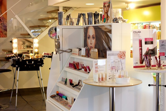 44 Oriflame Concept store in Stockholm