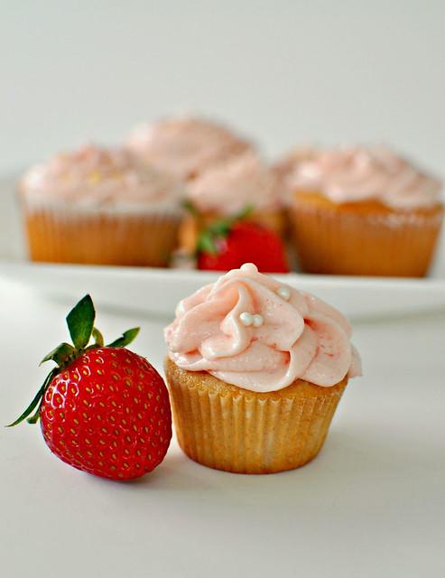 Mini-Strawberry-Cupcake