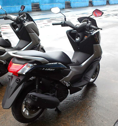 Yamaha NMax: Maxiscooter Low Cost