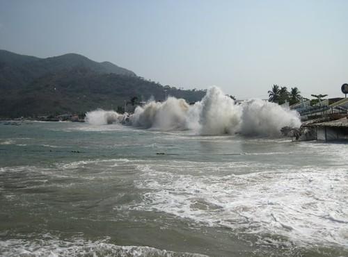 Mar de Fondo deja un muerto en Manzanillo, Colima