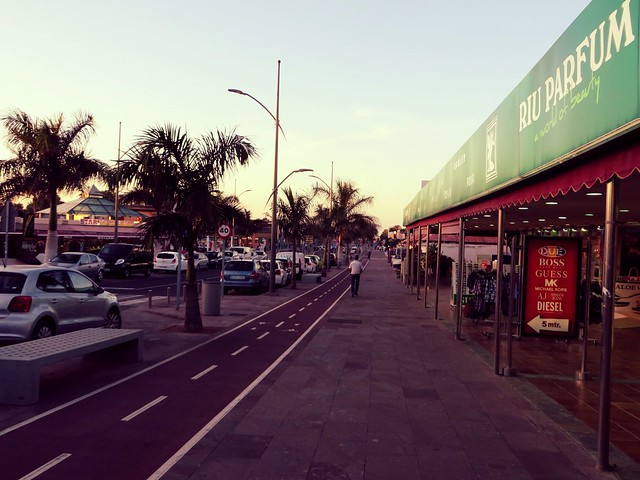 corralejo high street, things to do in fuerteventura,