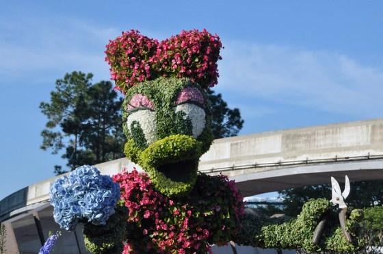Daisy Duck topiary