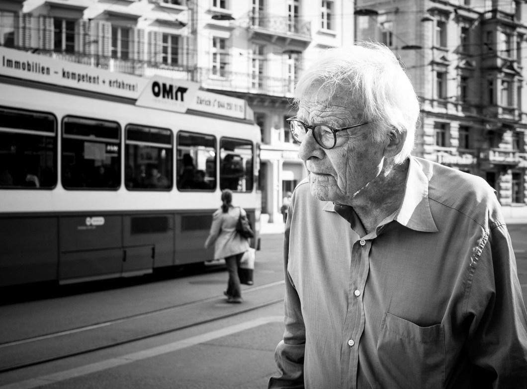 Imagen gratis de un anciano con gafas
