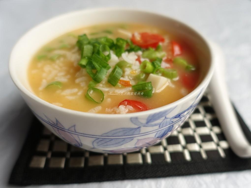剩飯煮粥也有黏稠口感-健康蔬菜粥 剩飯料理-蔬菜粥