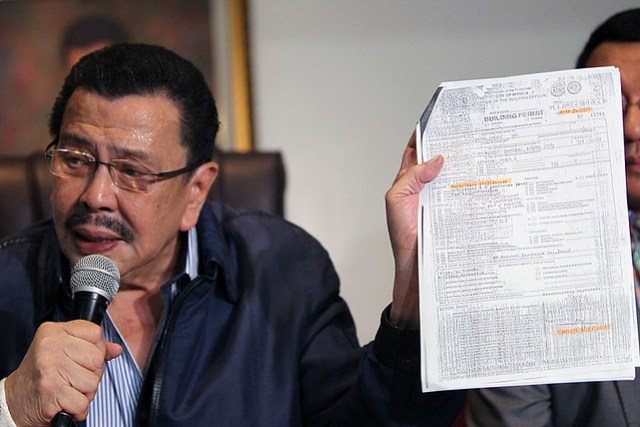 Erap in jacket