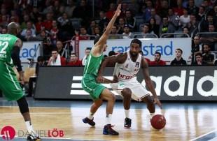 Brose Baskets-Wanamaker dribble