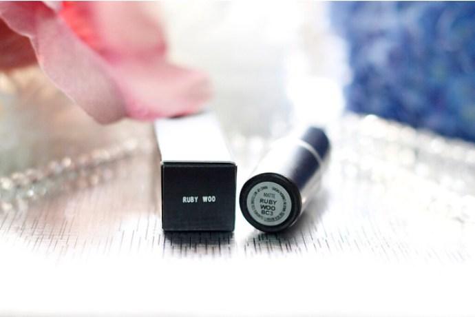 MAC Lipstick in Ruby Woo | giezka.com
