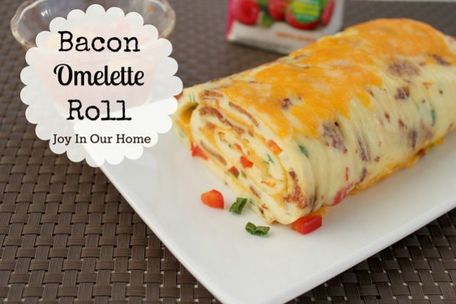 Bacon-Omelette-Roll-650x433