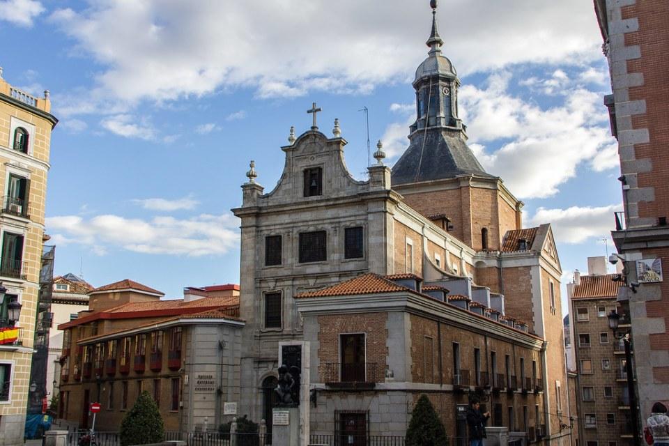 Fachada exterior Iglesia Catedral de las Fuerzas Armadas o iglesia de las Bernardas del Sacramento Madrid
